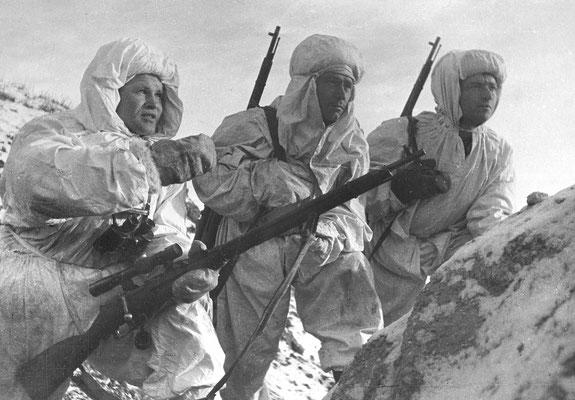 Vasili Záitsev (a la izquierda) en Stalingrado, dic1942.