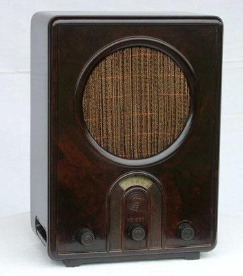 Volksempfänger modelo VE301, presentado el 18 de agosto de 1933 en la XII Feria Internacional de la Radio de Berlín (Internationale Funkausstellung Berlin).