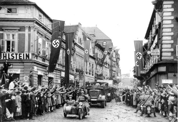 Tropas motorizadas nazis alemanas entrando en Žatec, 9oct1938, Bundesarchiv, Bild 146-1970-005-28