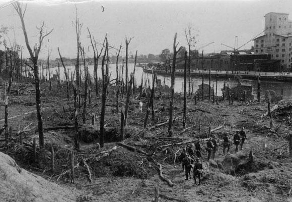 Westerplatte después de los combates, Bundesarchiv, Bild 183-2008-0513-500.
