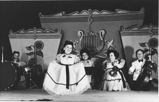La Lilliput Troupe en una función durante su última etapa en Israel durante los años 50. United States Holocaust Memorial Museum