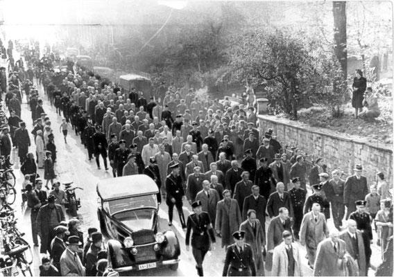 Unos 30.000 hombres judíos fueron detenidos y posteriormente deportados a los campos de concentración nazis alemanes de Sachsenhausen, Buchenwald y Dachau. Bundesarchiv, Bild 183-86686-0008/CC-BY-SA 3.0.