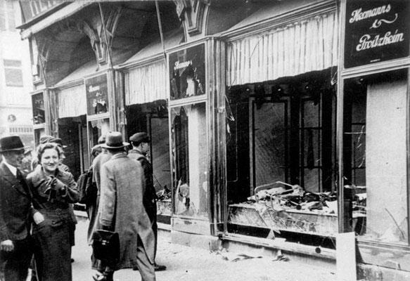 Comercio judío destrozado en Magdeburgo, Bundesarchiv, Bild 146-1970-083-42/CC-BY-SA 3.0.