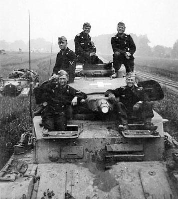 Un modelo de los primeros de Panzer IV con su tripulación en Polonia, septiembre de 1939.
