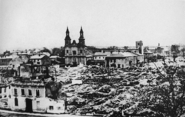 La Luftwaffe bombardeaba la ciudad polaca de Wieluń, la ciudad no tenía ni defensa aérea ni ningún objetivo militar aparente, el 70% de sus edificios fueron destruidos y al menos 127 personas murieron.
