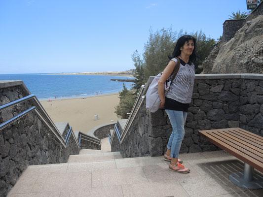 Inge an der Strandtreppe