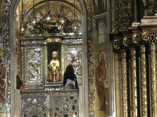 ...  die schwarze Madonna (mit seeehr langer Schlange)