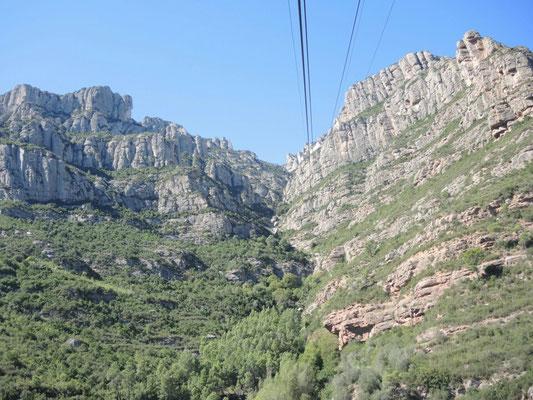 mit der Seilbahn hoch nach Montserrat