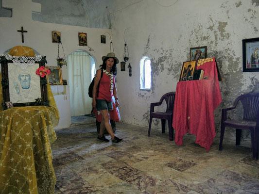 in der kleinen Kirche in Dhermi