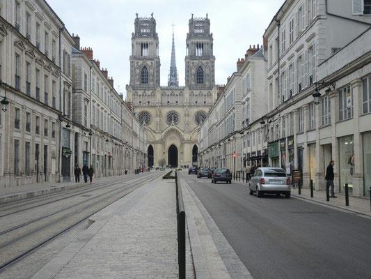 Die Kathedrale und menschenüberfüllte Straßen