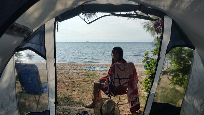 Wieder am Zelt. Noch 10m bis zum Baden