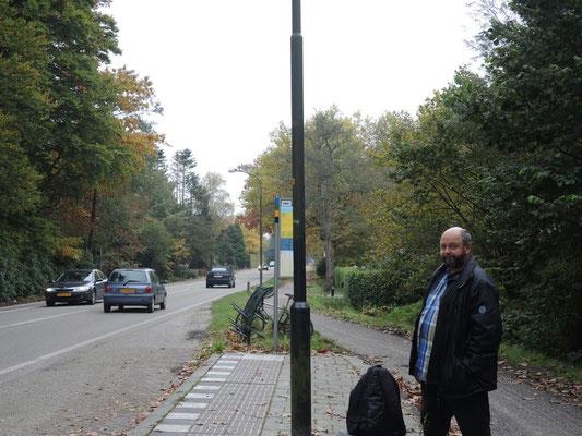 warten auf den Bus nach Apeldoorn