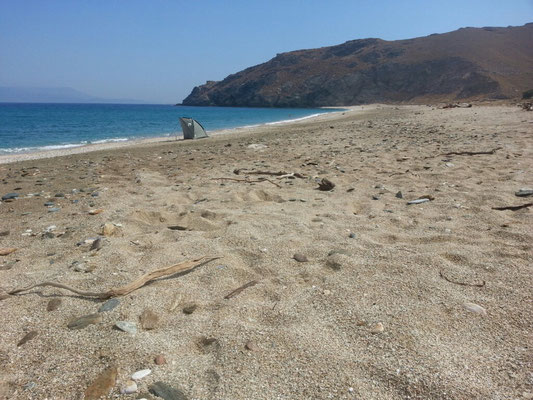 Am Strand von Potami. Und hinter dem Strand wurde gezeltet