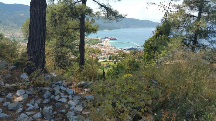 Reste der Akropolis mit Blick auf Thassos