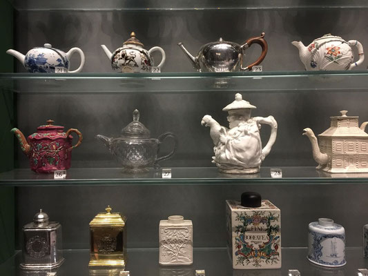 Teapots & canisters, Victoria & Albert Museum, London, England Photo credit: Amy Mundinger, 2017