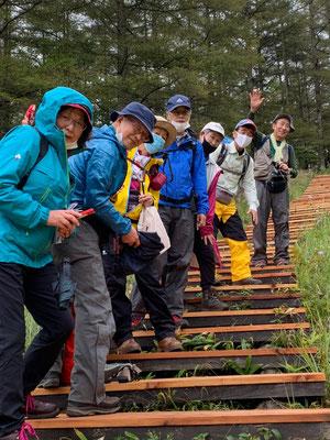 入笠山、入笠湿原の木道にて、