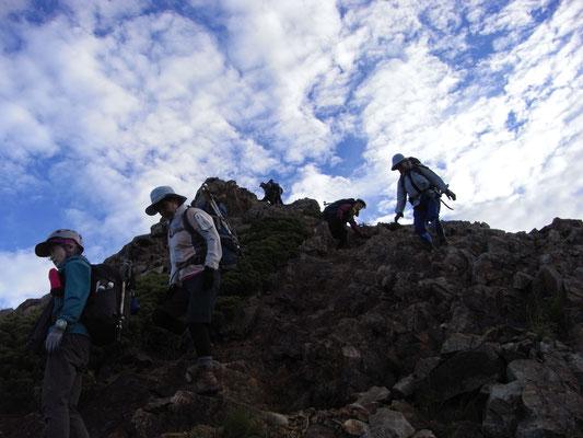 唐松岳頂上山荘から牛首を下る