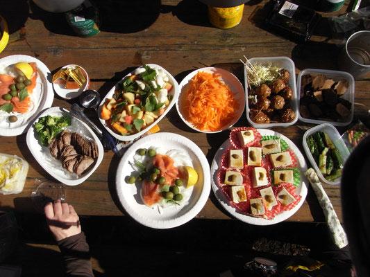 弘法山おでんパーティの豪華なお料理の数々