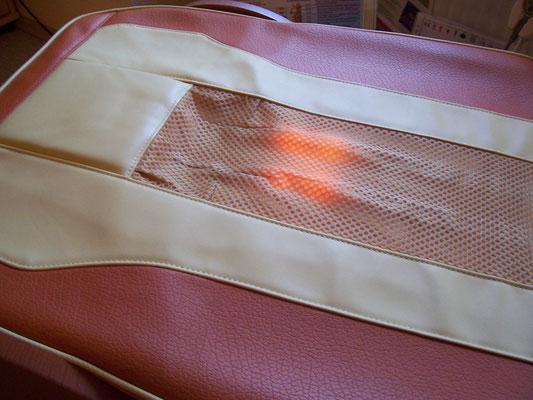 Bild: MIGUN HY 7000 elektrische Massageliege - Blick auf das Wärmeelement
