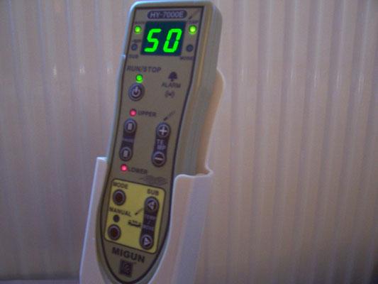 Bild: MIGUN HY 7000 elektrische Massageliege LED Beleuchtung am Bedienteil