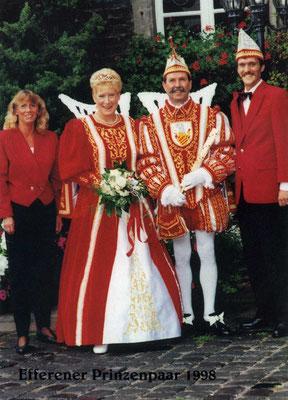 Das Prinzenpaar Ingrid und Helmut I (Sattler) mit Begleitung