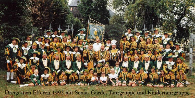 Dreigestirn 1992 mit Prinzenführer, Senat, Garde, Tanzgruppe und Kindertanzgruppe der KG Grün-Gold