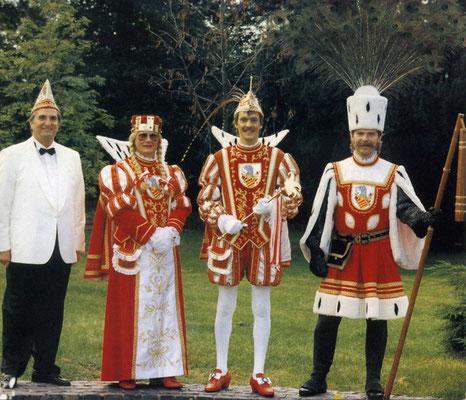 Prinzenführer Alfred Schwickert, Jungfrau Karola (Karl-Heinz Bong), Prinz Walter I (Königsfeld), Bauer Lothar (Wagner)