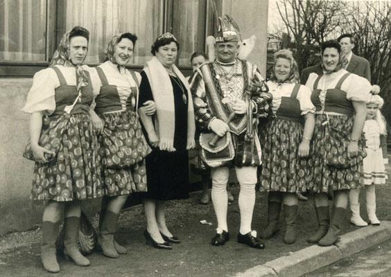 Prinz Johann I (Klütsch), neben ihm seine Frau, die ihn als Prinzessin Franziska begleitete