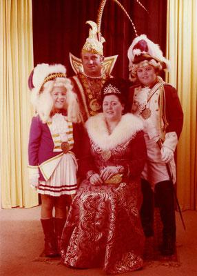 Das Prinzenpaar Theo I und Prinzessin Christel (Klütsch) mit Begleitung