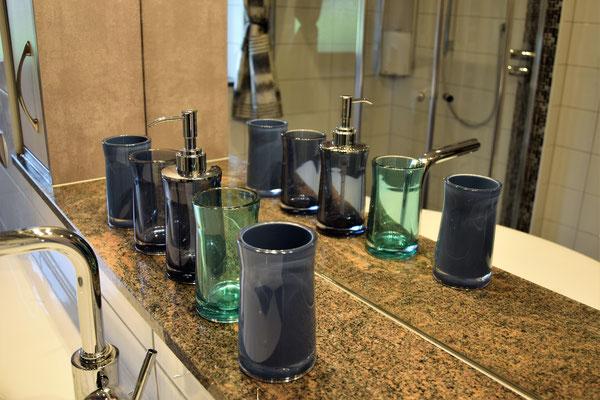 Ferienwohnung Strasser in Malta:  Das Badezimmer mit Dusche und WC. Ein weiteres WC befindet sich neben dem Badezimmer