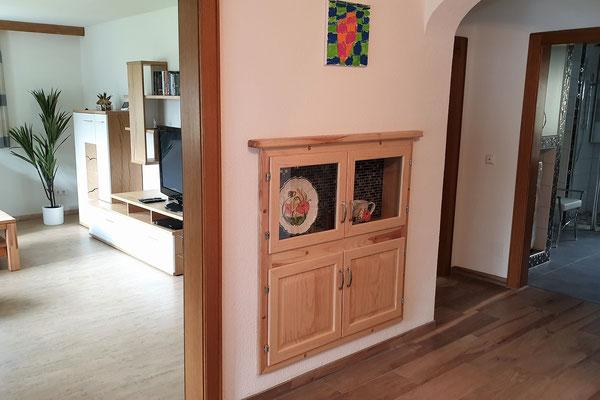 Ferienwohnung Strasser in Malta: Blick vom Vorraum ins Wohnzimmer und ins Badezimmer