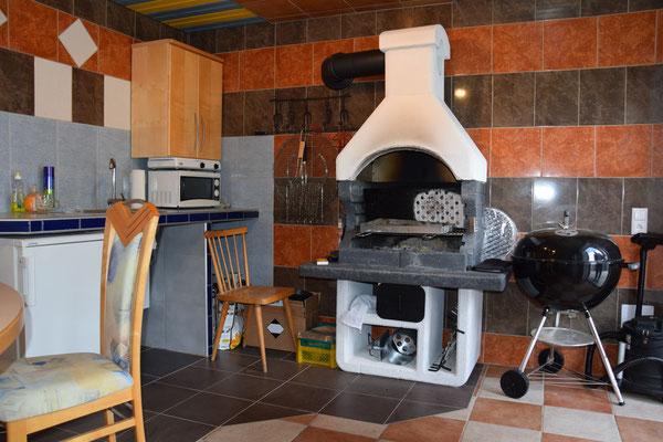 Ferienwohnung Strasser in Malta - Der Indoor-Grillbereich mit Sitzecke für regnerische Tage kann ebenfalls benützt werden