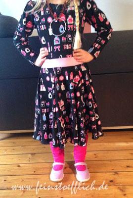 auch bei Kinderklamotten nähe ich gern doppelt, Drehkleid nach Schnitt von meiner lieben Freundin Tanya, Stoff Hollandmarkt