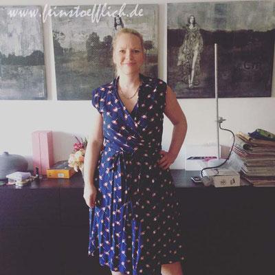 10. Mai Zwillingswickelkleid mit Schirmchen nach Fashionstyle aus Viscose von Fashion for Designers