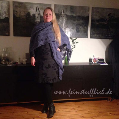 Kleid Jazzy Jacquard und Tuch Nevia