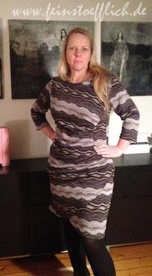 Kleid 13 aus der Stitched by you Herbst 2014 mit seitlichem Einsatz