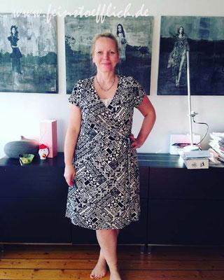 28. Mai Fake-Wickelkleid aus Meine Nähmode. war Titelmodell, Jersey vom Hollandmarkt