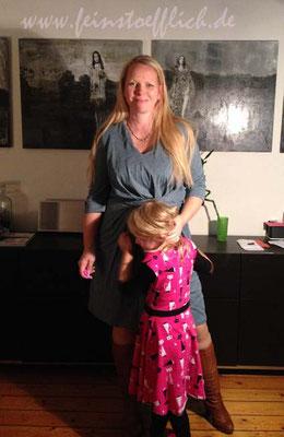 Das Kindelein bekam auch ein neues Kleid, den Wickelkleid-Schnitt von ki-ba-doo als Fake genäht.