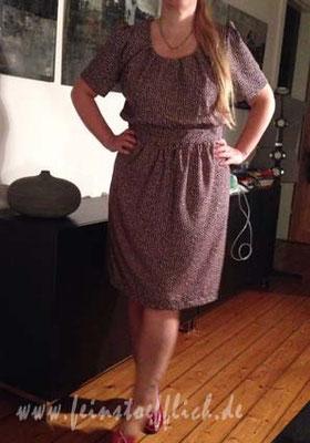 Fashionstyle Kleid mit Rückenloch