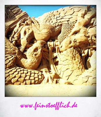 Sandskulpturen Festival in Sondervig, jedes Jahr mit einem anderen Thema
