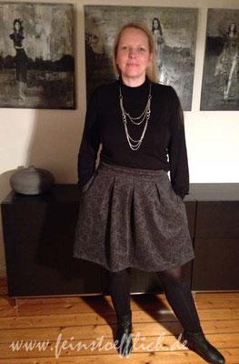 Rock Rachel La Maison Victor ohne Jacke aber mit schnödem Kaufshirt