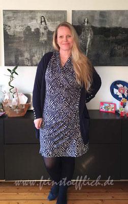 Knipmode Kleid 13 aus 11/2013 mit Kaufstrickjacke