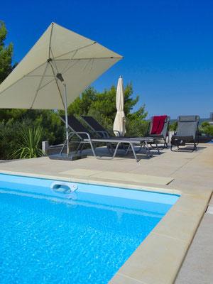 Pool mit Gegenstromanlage zur Massage und für sportliches Schwimmen