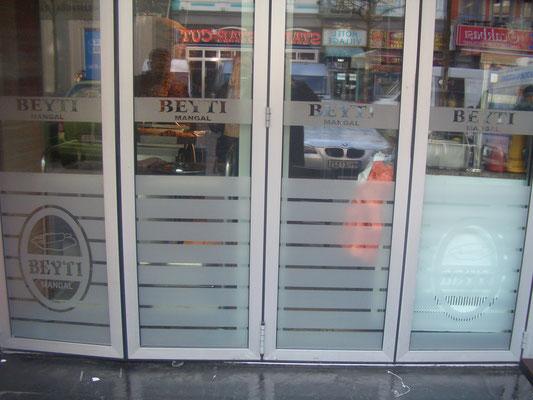 Folienbeschriftung Restaurant-Fenster