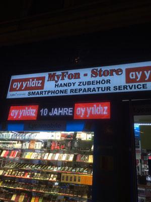 Lichtwerbung für Handy-Shop