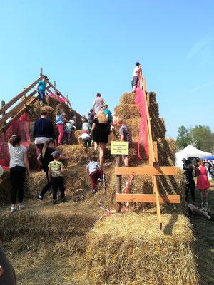 Strohrutsche beim Hoffest mit Bauernmarkt in Struppen 2018
