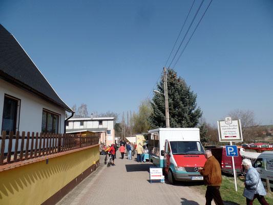 Händlermeile am Radweg zum Elbe-Tierpark-Hebelei