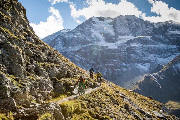 MB 043 - Rider: Robert Härle, Florian Bergmann und Florian Häusler - Location: Walliser Alpen, Schweiz