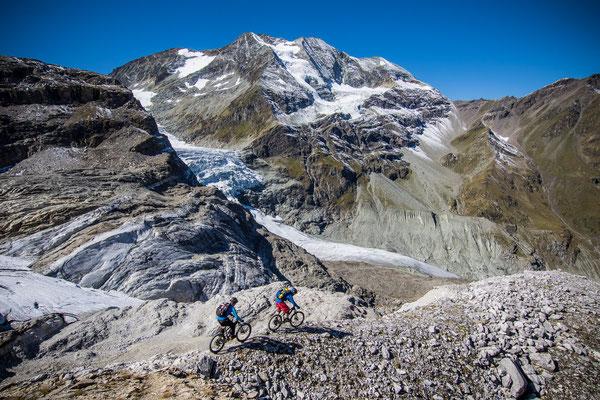 MB 002 - Rider: Florian Bergmann und Florian Häusler - Location: Walliser Alpen, Schweiz
