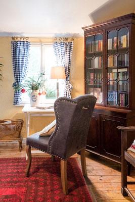 Schreibtisch Ferienwohnung Hofgarten #AltesForstamtimteutoburgerwald#